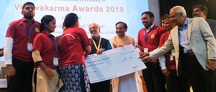 srm-students-receive-aicte-national-award-mhrd-minister